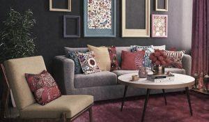 фото с диваном и яркими подушками